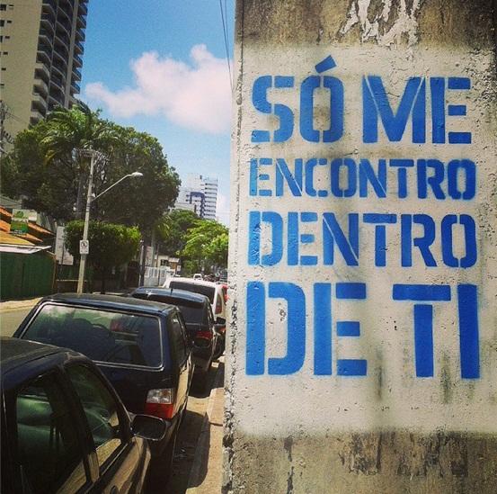 Arte nas ruas: publicitário espalha mensagens de esperança em Fortaleza