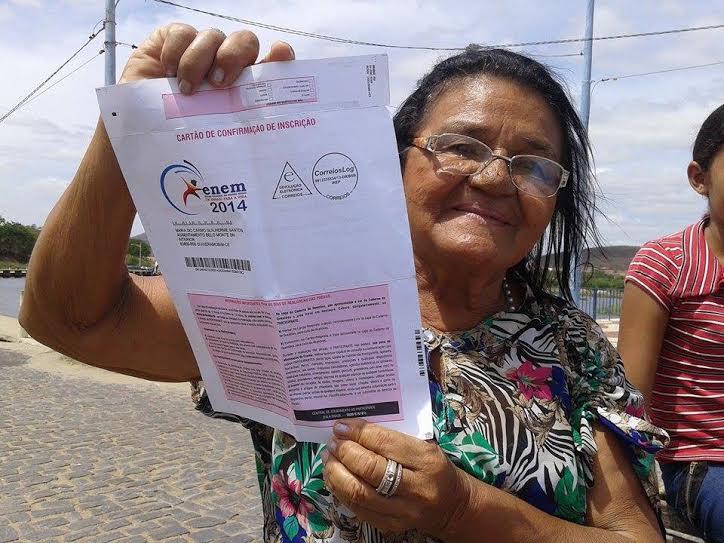 Aposentada pretende cursar Letras em universidade de Quixeramobim (FOTO: Fernando Ivo/O Sertão é Notícia)