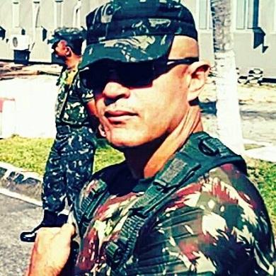 Francilewdo trabalha no Hospital Geral do Exército de Fortaleza (FOTO: Reprodução/Facebook)