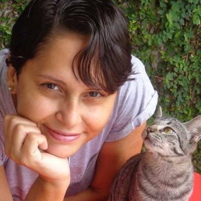 Apaixonada por gatos, cearense escreve livro para incentivar adoção de animais (FOTO: Arquivo pessoal)