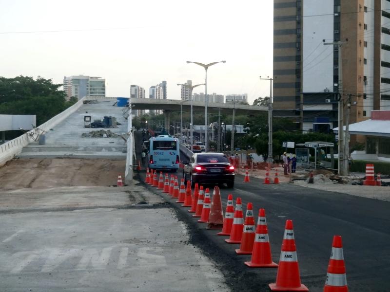 Viaduto que liga avenida Antônio Sales a Engenheiro Santana Jr tem tráfego liberado (FOTO: Hayanne Narlla / Tribuna do Ceará)