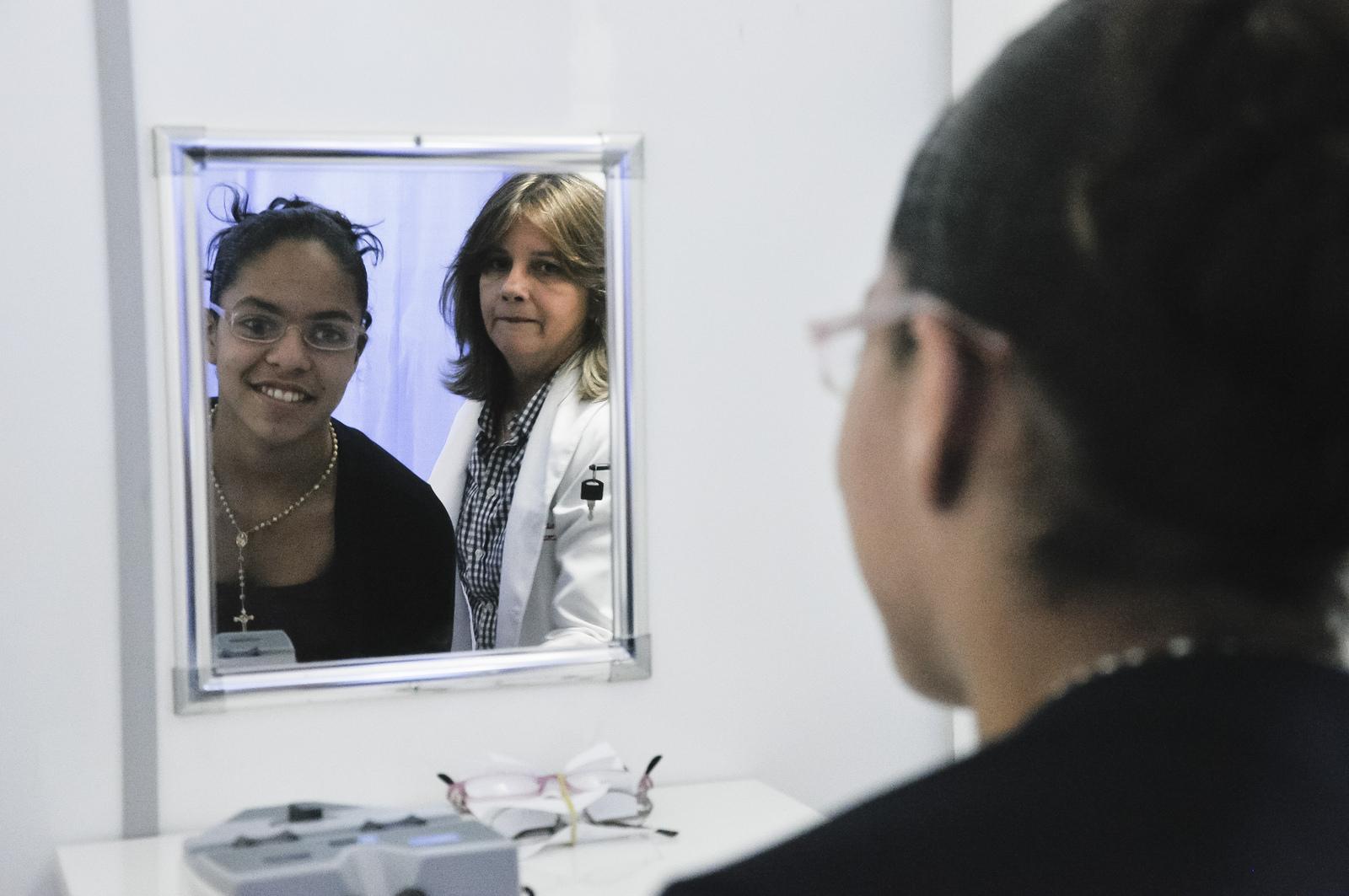 UFC realiza atendimento oftalmológico gratuito para crianças de escolas públicas (FOTO: Guilherme Braga)