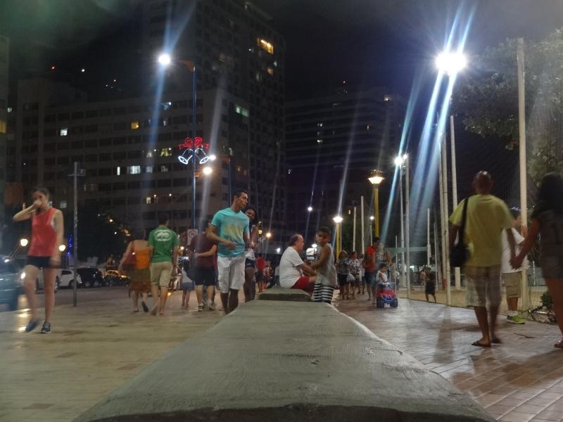Avenida Beira Mar é movimentada durante todo o dia (FOTO: Hayanne Narlla/ Tribuna do Ceará)