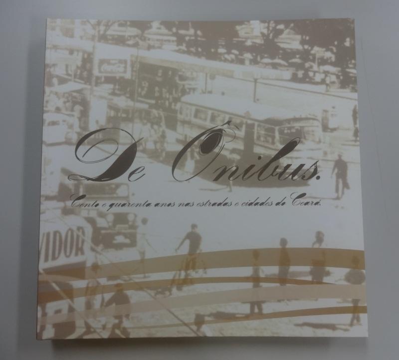 Publicação tem 130 páginas com histórias do interior, metrópole, personagens e história da federação de transporte. (FOTO: Tribuna do Ceará/ Rosana Romão)