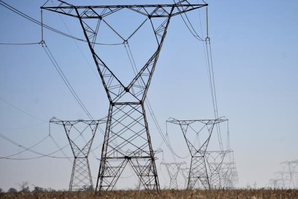 As contas de luz virão com uma cobrança extra como consequência do uso, pelas distribuidoras da energia, das termelétricas, que produzem energia mais cara. (FOTO: Marcelo Casal Jr/ Agência Brasil)
