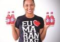 A maranhanense Thenille Lutz, moradora de Fortaleza, é apaixonada pelo refrigerante (FOTO: Alexandre Lutz