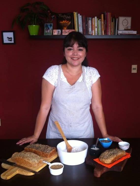 Aos 38 anos, jornalista faz sucesso com seus pães na internet (FOTO: Arquivo Pessoal/Kerla Alencar)