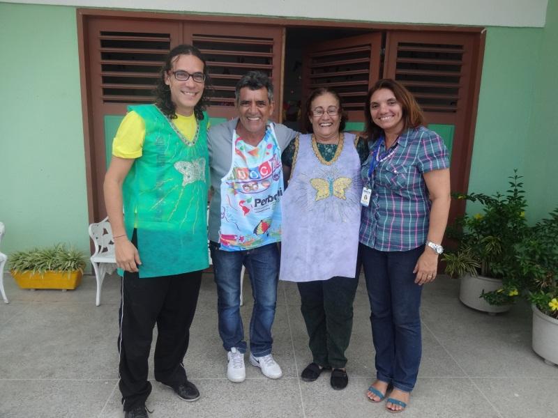 Ricardo Bruno (professor de Teatro), Girão (monitor), Vilcência Sombra (diretora) e Reijane Gomes (psicóloga), parte da equipe de funcionários. (FOTO: Tribuna do Ceará/ Rosana Romão)