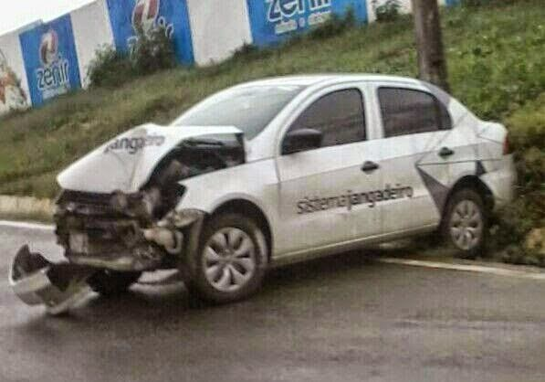 Polícia acredita que carro atingiu poste (FOTO: Reprodução C1 Cariri)