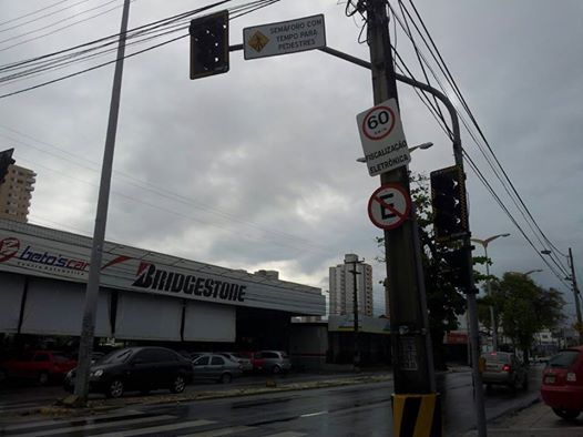 Alguns semáforos de Fortaleza não estavam funcionando neste sábado (7) (FOTO: Daniel Herculano/ Tribuna do Ceará)