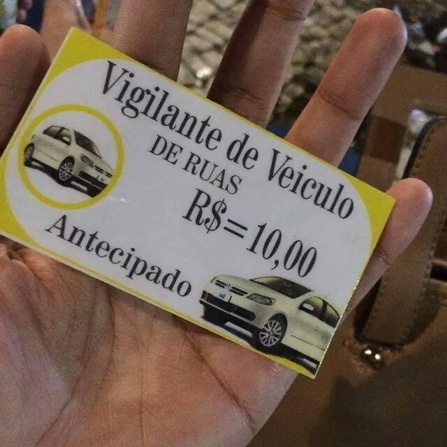 Estudante foi abordada por flanelinha, para pagar por estacionamento em via pública (FOTO: Arquivo pessoal)