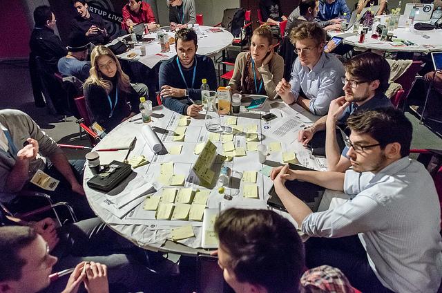 Estagiários aprendem em pequenas e grande empresas (FOTO: Flickr/ Creative Commons/ Heisenberg Media)