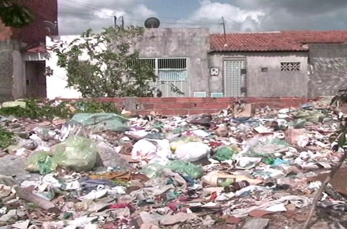 Punição deve ficar mais severa para quem criar rampa de lixo (FOTO: Reprodução/TV Jangadeiro)