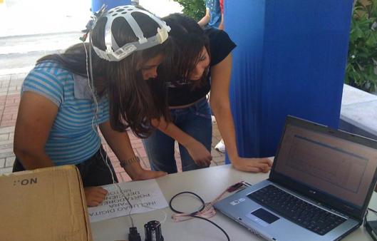 O experimento capta movimentos por meio de sensores fixados no corpo dos usuários (FOTO: Arquivo pessoal/Geraldo Ramalho)