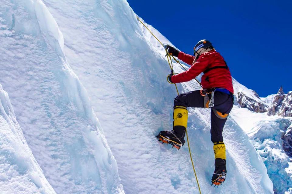 Apesar dos contratempos, incluindo uma lesão no tornozelo, Rosier segue firme na expedição e já subiu para o Campo 1 a 5.900m de altitude (FOTO: Reprodução/Facebook)