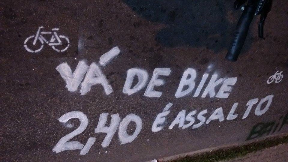 MANIFESTO RESPEITE O CICLISTA do grupo Massa Crítica Fortaleza (FOTO: Reprodução/Facebook)