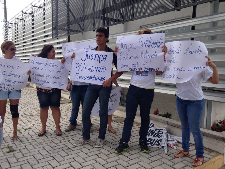 """Manifestação marca 2ª reconstituição do """"Caso Subtenente"""" (FOTO: Roberta Tavares/Tribuna do Ceará)"""
