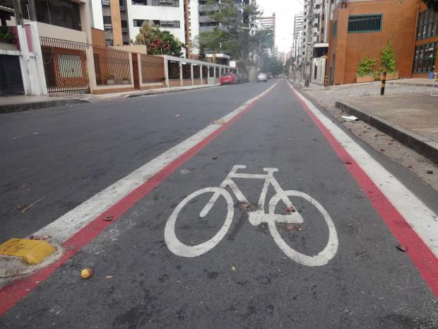 Sinalização para ciclistas, pedestres e usuários de transporte coletivo (FOTO: Arquivo Tribuna do Ceará)