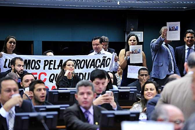 Votação foi acompanhada por manifestantes contra e a favor da redução da maioridade penal (FOTO: Luís Macêdo/Agência Câmara)