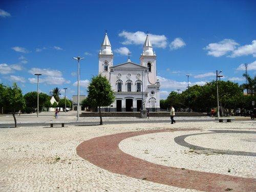 Show em comemoração do Dia do Evangélico ocorre na praça de Quixeramobim (FOTO: Divulgação)
