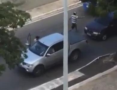 Criminosos abordam veículos na Via Expressa (FOTO: Reprodução)