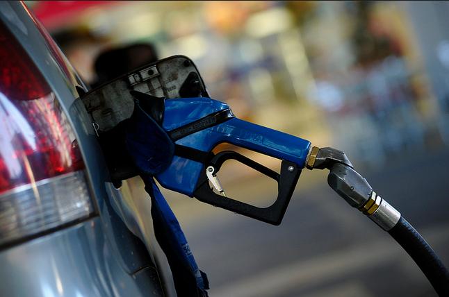 Será permitida a compra de 20 litros por carro e de 5 litros por moto (Foto: Senado Federal/Flicker/Creative Commons)