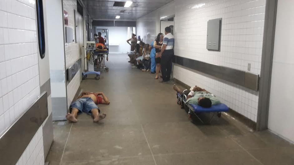 O Sindicato dos Médicos do Ceará e a Associação Médica Cearense (AMC) promovem a Campanha 'Corredômetro', que divulga diariamente o número de pacientes 'internados' em corredores de hospitais de emergência de Fortaleza (FOTO: Reprodução)