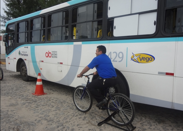 Motoristas treinam como ciclistas para sentir na pele o que eles passam (FOTO: Sindiônibus/ Divulgação)