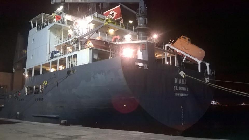 A embarcação – que vinha da África – havia atracado na última quarta-feira (24), no Porto do Mucuripe (FOTO: Reprodução/Whatsapp)