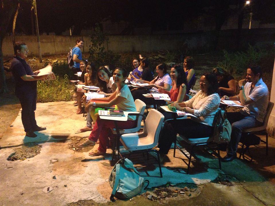 As aulas noturnas são prejudicadas devido às constantes quedas de energia (FOTO: Reprodução)