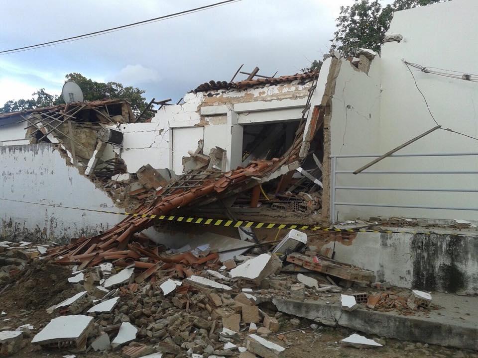Grupo armado com fuzis explodem banco em Redenção