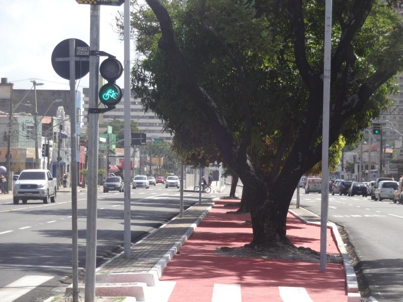 Entre as iniciativas elogiadas estão as implantações das faixas exclusivas e ciclofaixas. (FOTO: Tribuna do Ceará/ Rosana Romão)
