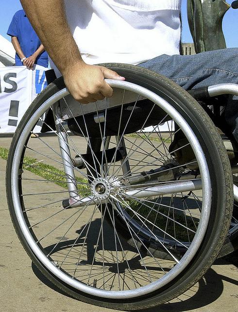 Mensagem sobre 500 cadeiras de rodas disponíveis para doação é falsa (FOTO: Flickr/ Creative Commons/ Lindomar Cruz)