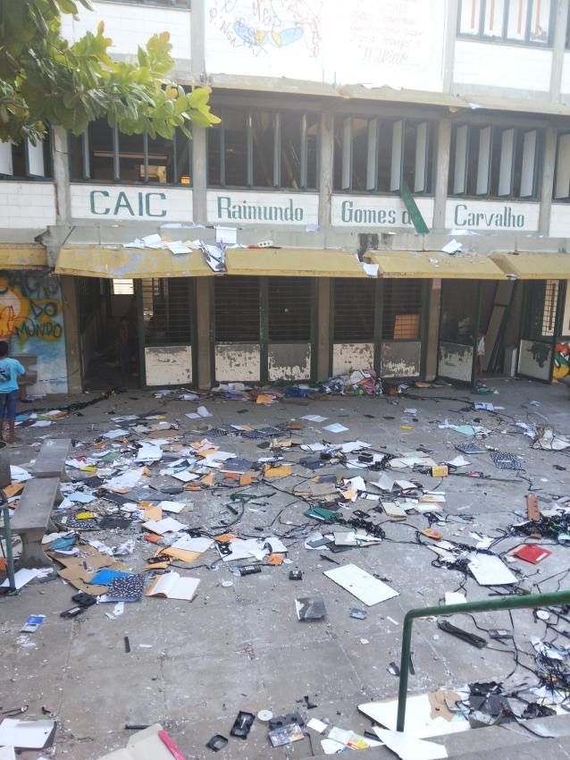 Houve saqueamento do prédio, que interditado por comprometimento da estrutura (FOTO: Marianna Gomes/ Tribuna do Ceará)