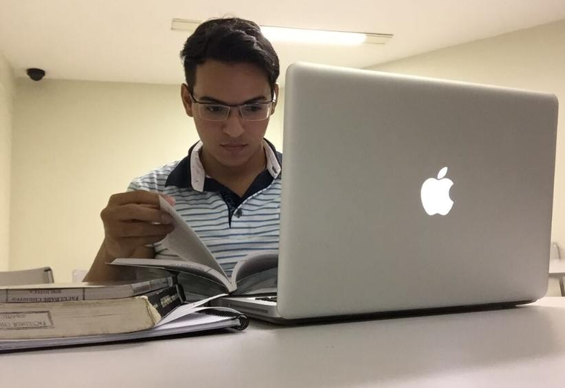 Weslley Sales estuda diariamente, para não acumular matéria (FOTO: Arquivo pessoal)