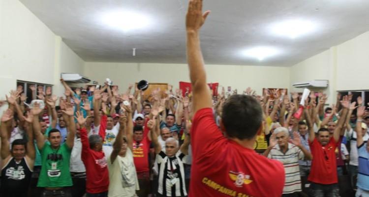 Motoristas e cobradores participam de assembleia sobre estado de greve (FOTO: Site do Sintro)