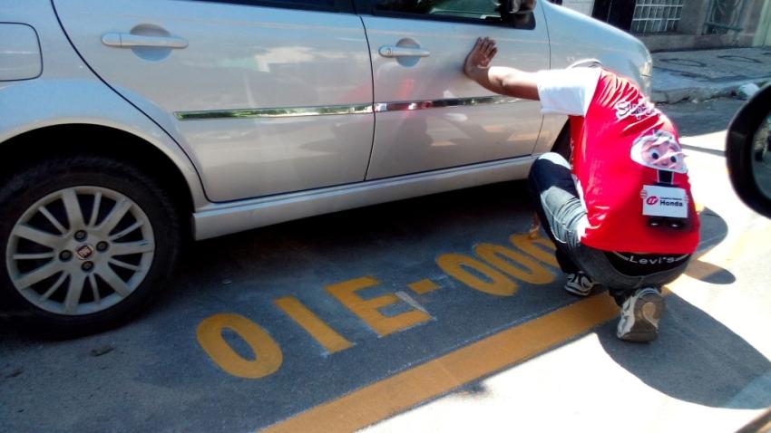 Mulher manda reservar vaga em via pública com placa de seu veículo (FOTO: Reprodução Sobralpress)