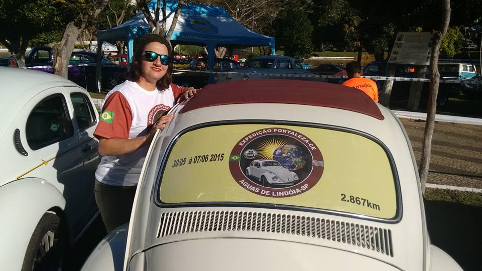 Depois de comprar um Fusca, carro dos sonhos, Izabel resolveu viajar dirigindo-o até São Paulo (FOTO: Arquivo pessoal)