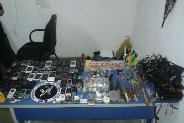Foram vários objetos aprrendidos em Morada Nova (Foto: Divulgação)