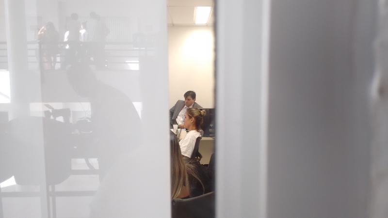 Cristiane permaneceu trancada dentro da sala e não falou com imprensa (FOTO: Hayanne Narlla/ Tribuna do Ceará)