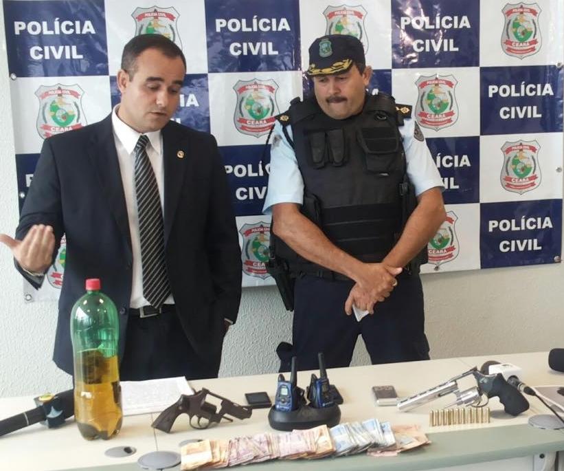 Foram apreendidos revólver, dinheiro e gasolina (FOTO: Abraão Ramos/TV Jangadeiro)