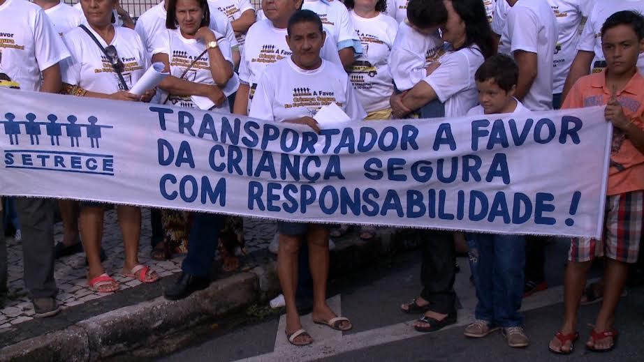 MANIFESTAÇÃO DOS MOTORISTAS DE TRANSPORTES ESCOLARES