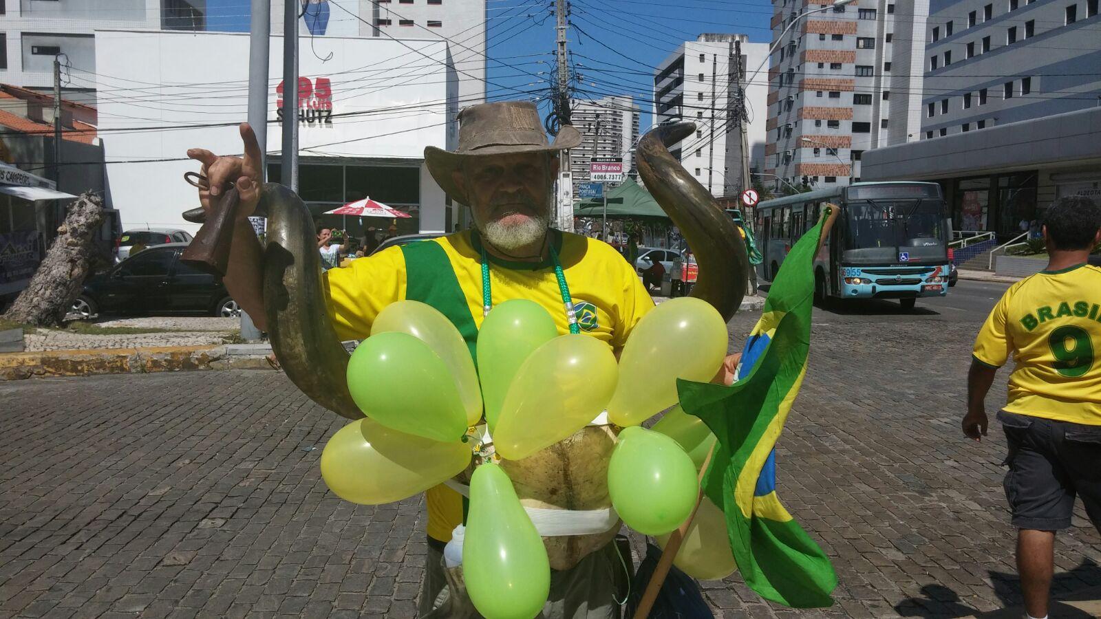 Tempo real: acompanhe a #manifestação em Fortaleza