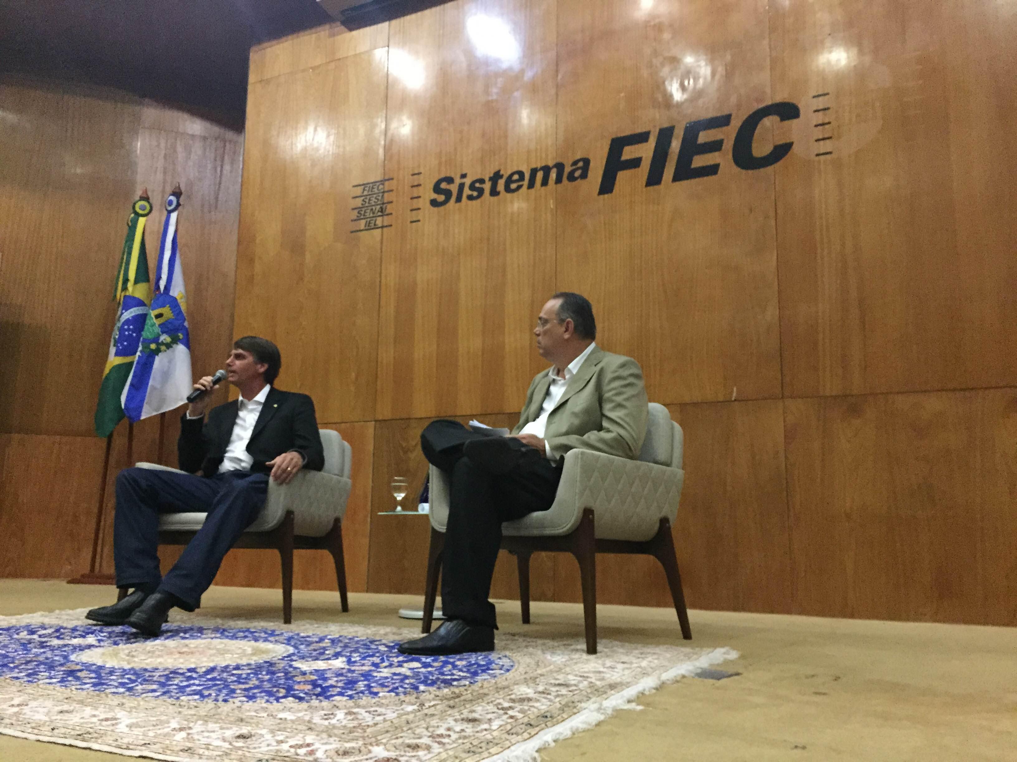Bolsonaro falou durante 30 minutos com mediação do Presidente do Centro Industrial do Ceará, José Dias de Vasconcelos Filho. (Foto: Juliana Teófilo/ Tribuna do Ceará)