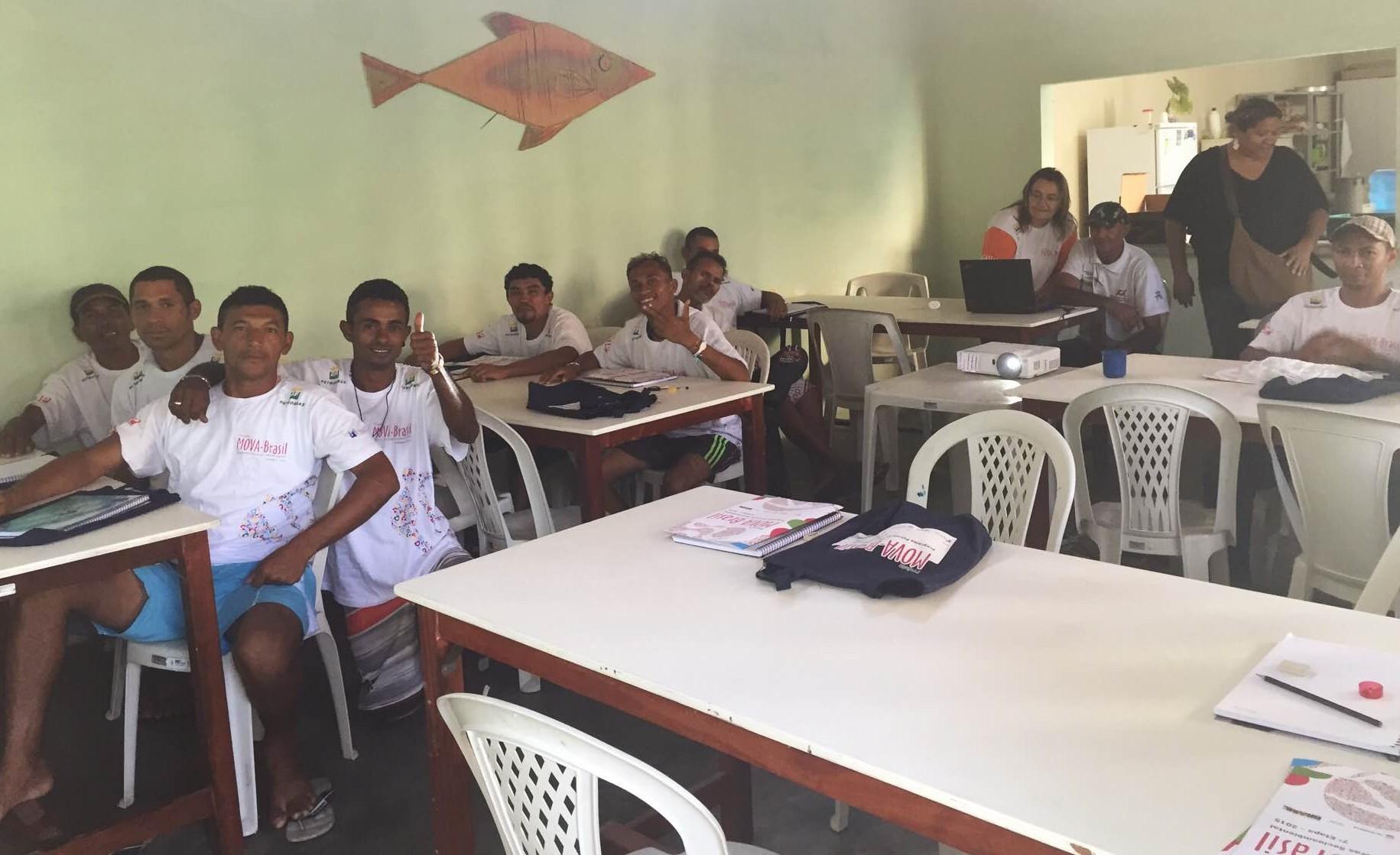 A turma, formada por homens entre entre 25 e 40 anos, se reúne todos os dias no Centro de Convivência para Pessoas em Situação de Rua. (FOTO: Juliana Teófilo/Tribuna do Ceará)