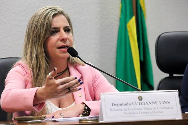 A ex-prefeita de Fortaleza Luizianne Lins (PT) já gastou R$ 73.131,37 somente com passagens aéreas no 1º semestre do ano (FOTO: Divulgação)