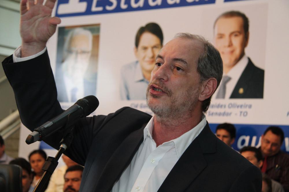Cid Gomes apoia candidatura do irmão Ciro à presidência do Brasil em
