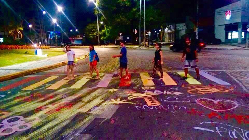 Ativistas picham Praça Portugal em protesto contra demolição