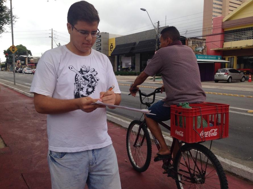 Erich Soares é ciclista há dois anos e voluntário no grupo Ciclovida (FOTO: Roberta Tavares/Tribuna do Ceará)
