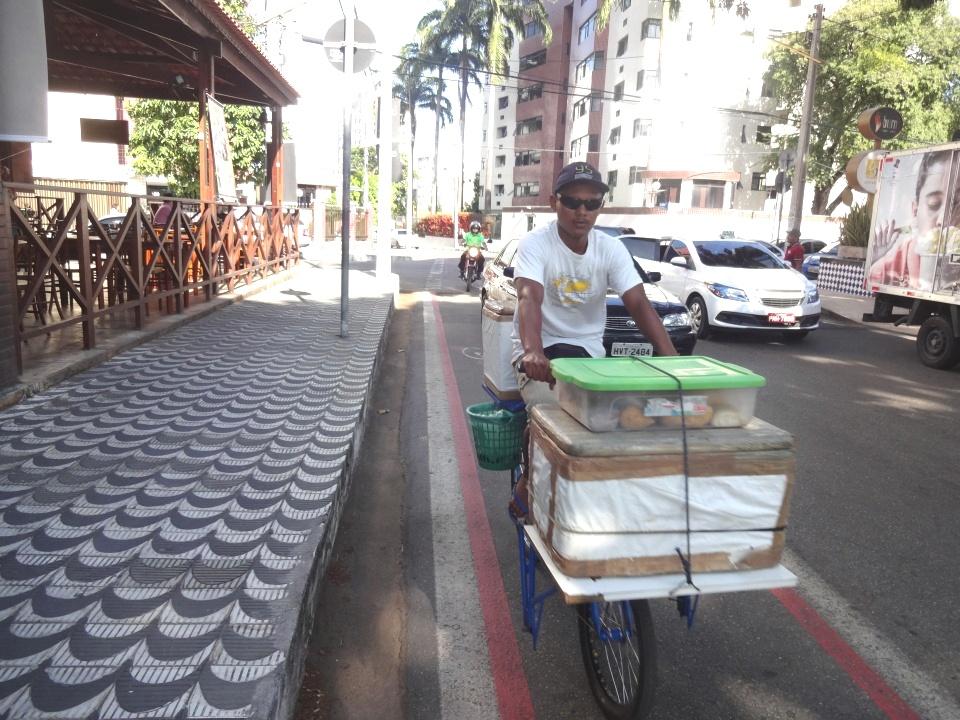 Uso das ciclofaixas é mais intenso por pessoas se deslocando para o trabalho. (FOTO: Tribuna do Ceará/ Rosana Romão)